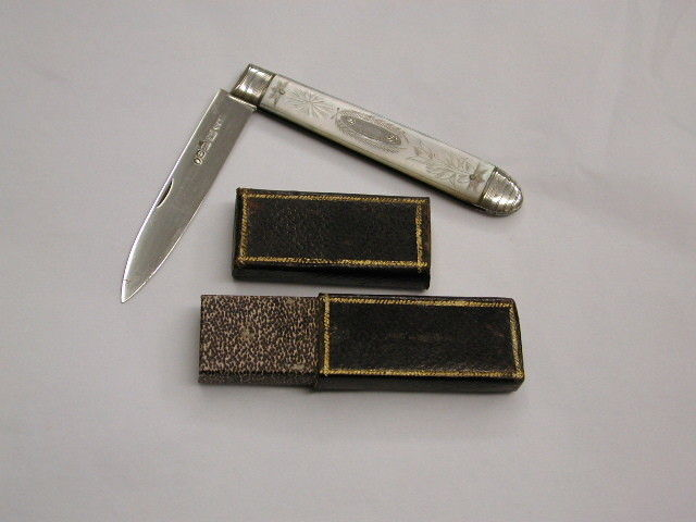 Antique William 1V Silver Fruit Knife with Mother of Pearl Handle With Fitted Leather Case