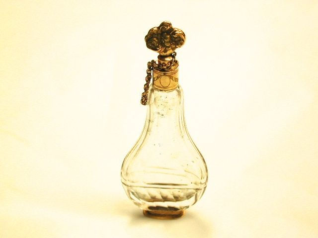 18th Century 18ct Gold Mounted and Cut Crystal Scent Bottle