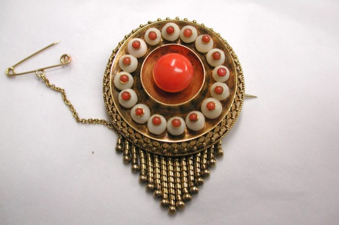 15Ct Gold Target Fringe brooch set with Two colour Coral with Etruscian Border