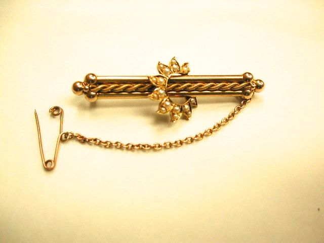 15ct Gold Brooch set with Pearls